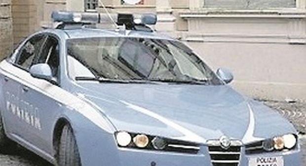Spaccia droga ai ragazzini nel vicolo: nuovo arresto per il pusher 19enne