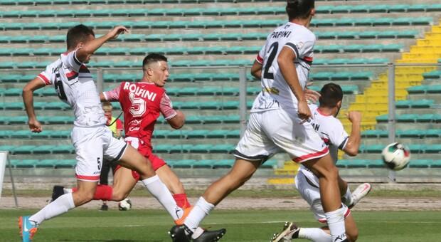 Il primo dei due gol segnati da Rolfini durante Ancona-Lucchese di sabato scorso