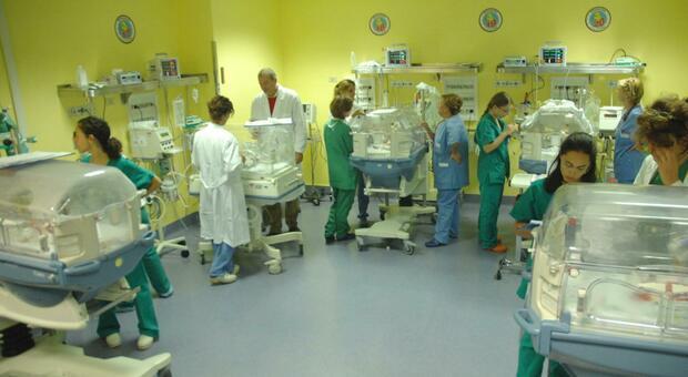 Covid senza cuore: in gravi condizioni all'ospedale Salesi due bambine di 3 e 7 anni