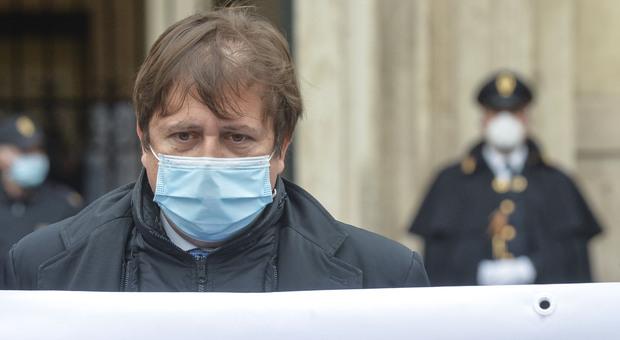 Vaccino, il sottosegretario Sileri: «Per l'inizio dell'estate due terzi degli italiani avranno avuto la prima dose»