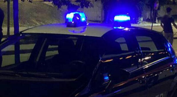 Macerata, movida anche dopo il coprifuoco: multati 9 ragazzi ritardatari. Uno era alla guida ubriaco: jackpot di sanzioni