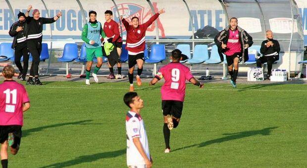 Padovani festeggia il gol del Tolentino contro l'Atletico Fiuggi