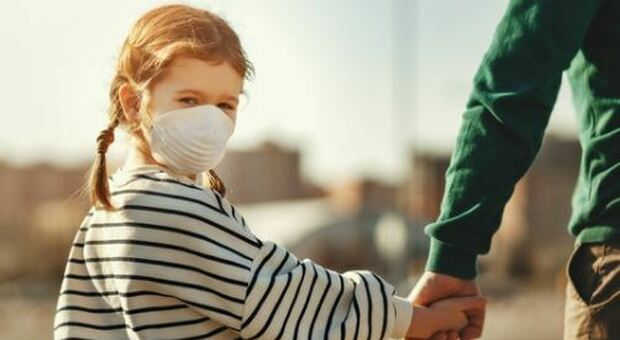 Bambini e mascherine: le emozioni non si vedono più