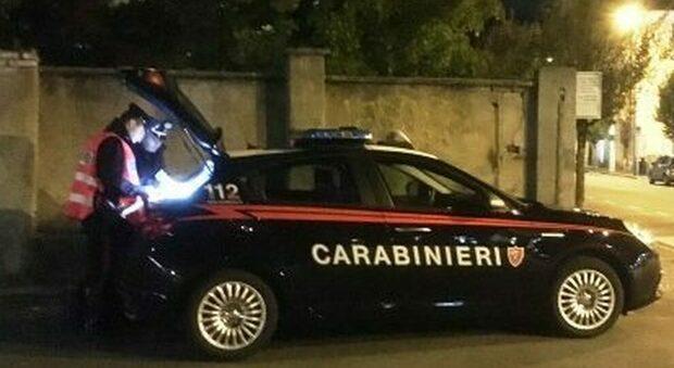 Nella foto di repertorio i carabinieri durante un controllo