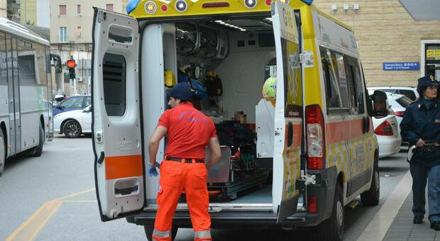 Un'ambulanza alla stazione di Ancona