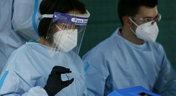 Coronavirus, i nuovi positivi nelle Marche salgono a 13. Rientri dall'estero e movida sotto accusa