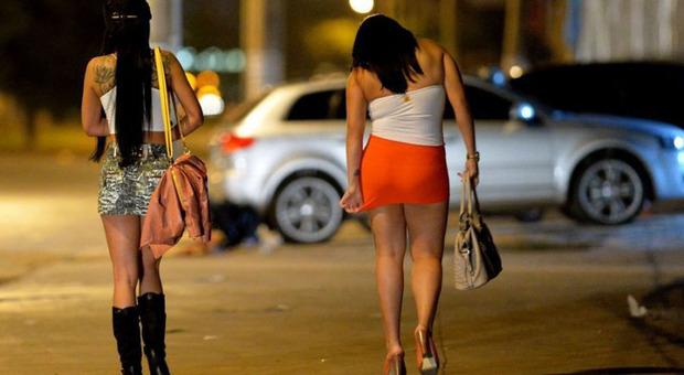 Prostitute in strada dopo il lockdown. Scattano i Daspo e il Tar respinge i ricorsi