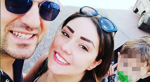 Sharon Bergonzi, il marito Valerio Tenneriello e il figlio Luigi (Instagram)