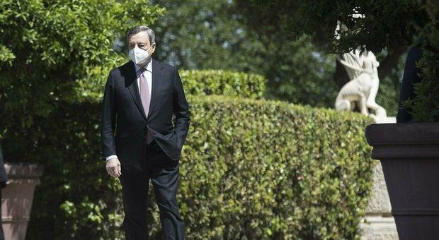 Draghi: «La crisi globale non è finita, bisogna agire in fretta». E sul Covid: «Normalità più vicina»