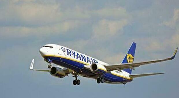Paura sul volo Ryanair: scortato dai jet militari, due arrestati per terrorismo. Uno è italiano