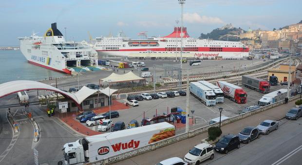 Ancona, il porto in apnea: zero movida e turisti invisibili