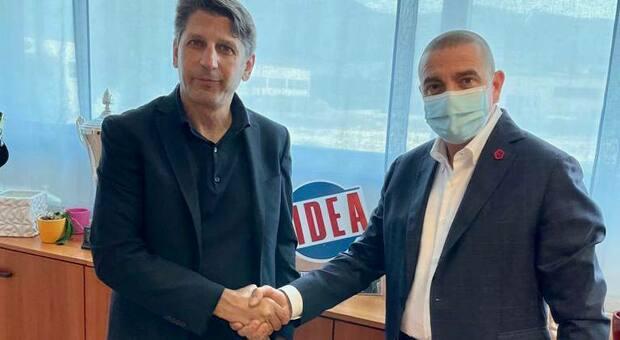 Il direttore sportivo Francesco Micciola e il presidente Mauro Canil dopo il rinnovo