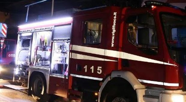 Porto Sant'Elpidio, utilitaria distrutta dall'incendio nella notte: si indaga sulle cause