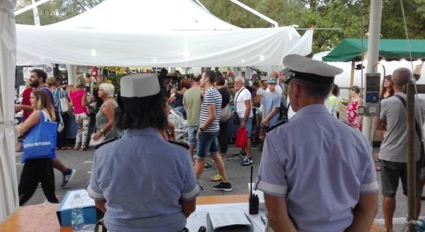Pesaro, assembramenti e mascherine, cala il sipario sulla Fiera di San Nicola: «Arrivederci al 2021»