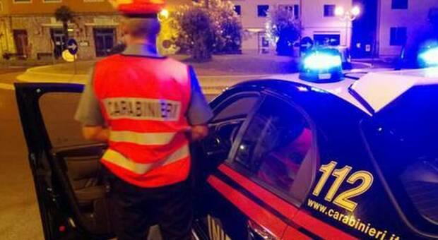 I carabinieri durante un controllo notturno