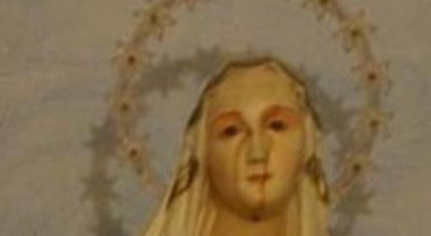 Mistero ad Auditore, la statua della Madonna piange lacrime di sangue