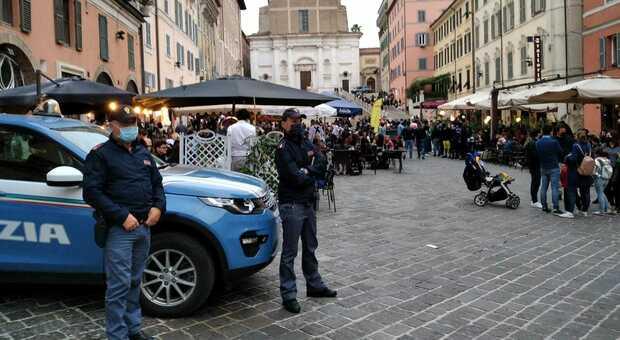 Controlli della polizia in piazza del Papa