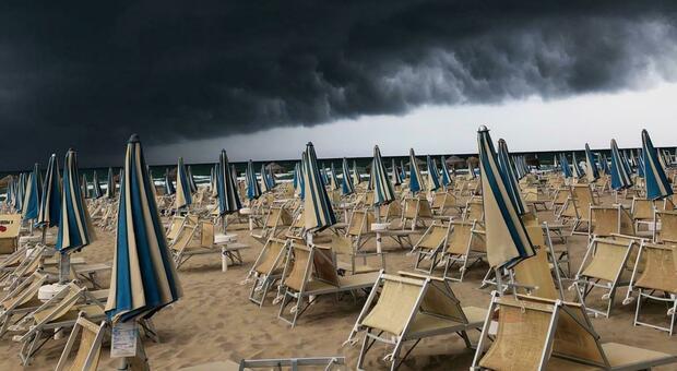 Brusco break dell'estate: allerta meteo per l'arrivo di temporali. Ecco quando e dove