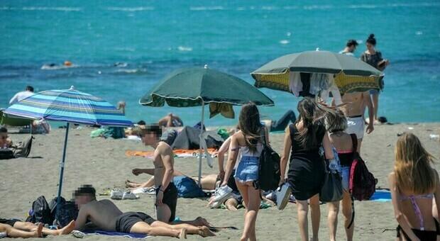 Spiagge, quali regole per l'estate? Dai 10 mq ad ombrellone agli steward cosa c'è da sapere