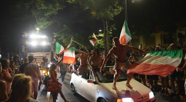 La festa ad Ancona per la vittoria ai Campionati europei di calcio
