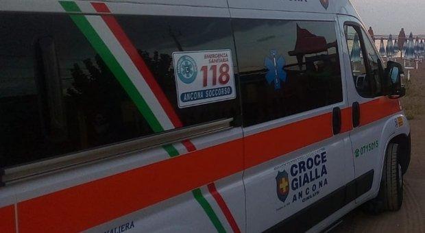 Una ambulanza della Croce Gialla di Ancona