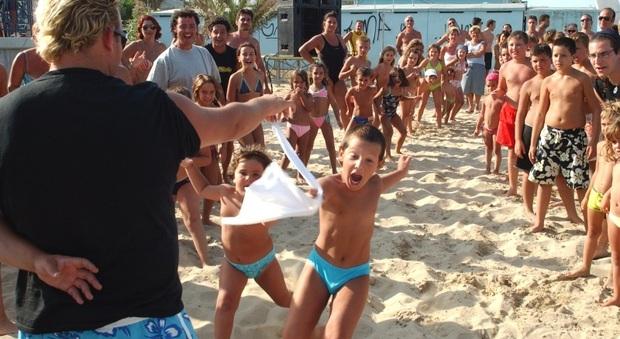 I giochi dei bambini in spiaggia