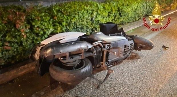 Livorno, incidente tra auto e scooter: muore un ragazzo di 17 anni