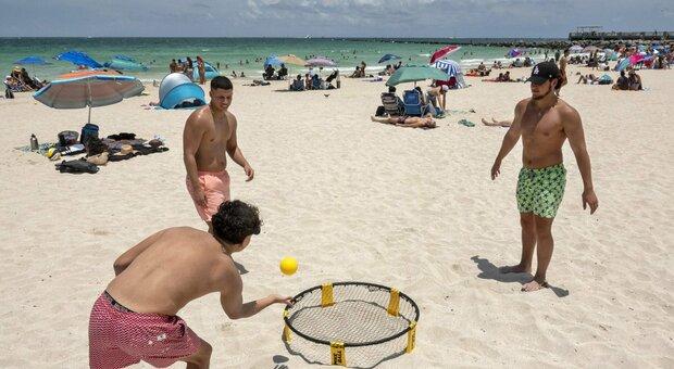 Come andremo in spiaggia? Tutte le regole, dai 10 mq ad ombrellone agli steward