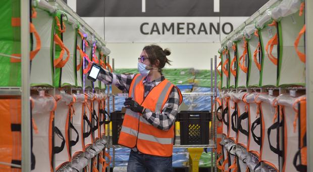 Una immagine di archivio della nuova struttura Amazon inaugurata a Camerano