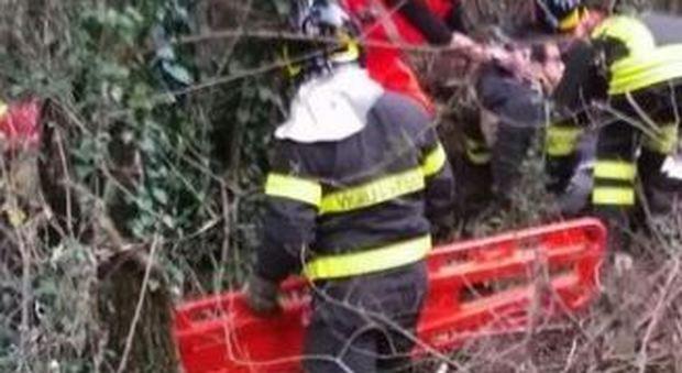 Cupramontana, cacciatore precipita nel dirupo: i vigili del fuoco lo salvano con l'elicottero