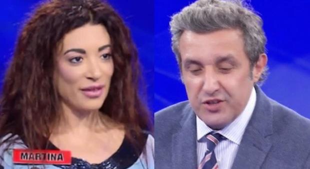 """Flavio Insinna, l'annuncio inaspettato in diretta all'Eredità: «Da oggi cambia tutto». """"Sparisce"""" anche Martina Crocchia"""