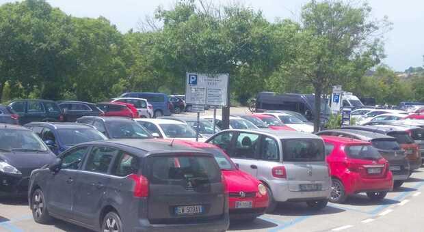 Il parcheggio a Portonovo è già un problema