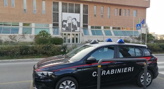 I carabinieri davanti al Tribunale di Pesaro