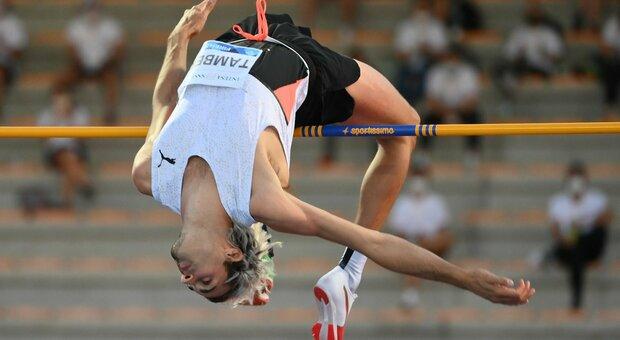 L anconetano Gianmarco Tamberi durante uno dei suoi salti al Golden Gala di Firenze