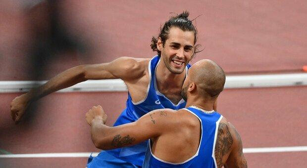 L'abbraccio tra Tamberi e Jacobs, medaglia d'oro entrambi alle Olimpiadi di Tokyo