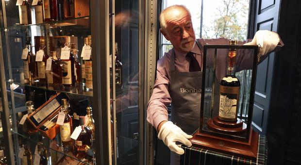 La bottiglia da un milione di euro: il 'sacro Graal del whisky' venduto ad una cifra record