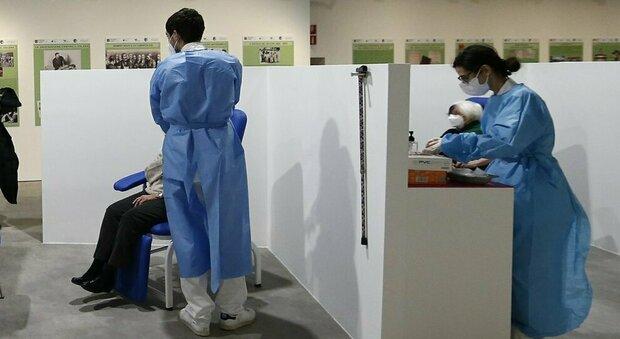 Le operazioni in un centro vaccinale