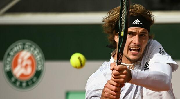 Tennis e Covid, Zverev choc dopo il ko con Sinner: «Ho la febbre, non riesco a respirare»