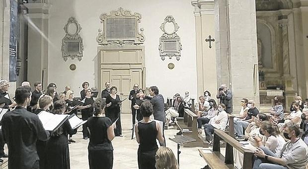 «Green Pass? No, io devo pregare»: proteste no vax all'evento nella basilica di San Paterniano