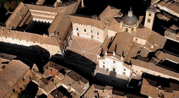 Una veduta aerea di Urbino