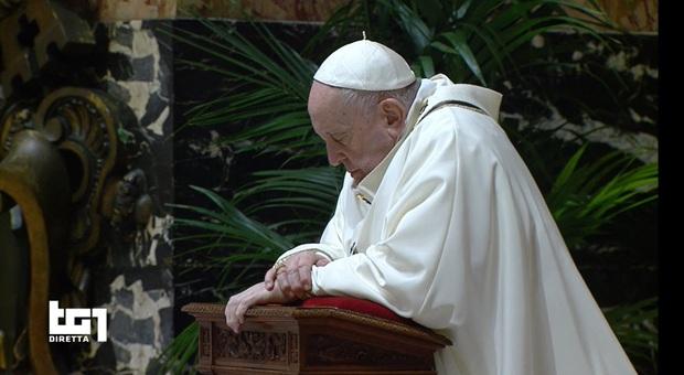 Papa Francesco nell'Omelia di Natale: «Invece di piangerci addosso aiutiamo chi soffre»