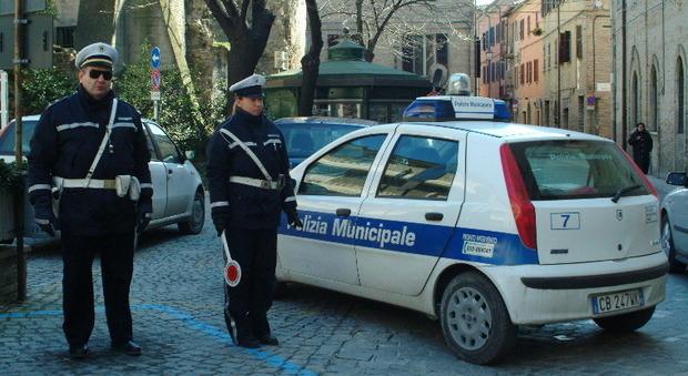 Vigili urbani a Fano