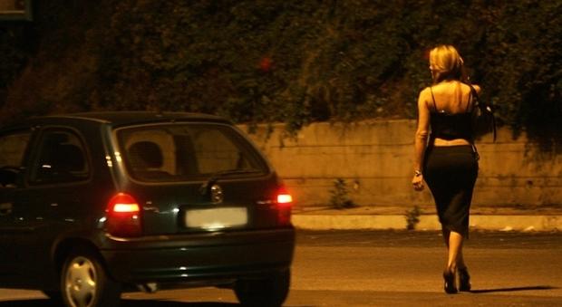 Vetenne venduta dal fidanzato per 10mila euro e costretta a prostituirsi: quattro arresti