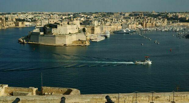 In un Covid hotel di Malta 80 ragazzi in quarantena, 21 positivi. Ci sono pure 9 studenti marchigiani: ecco di dove sono