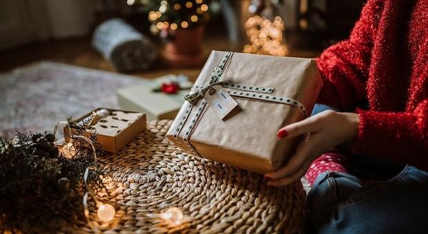 La ricerca Coldiretti: Niente regali sotto l'albero per un italiano su tre . Boom dei cesti enogastronomici