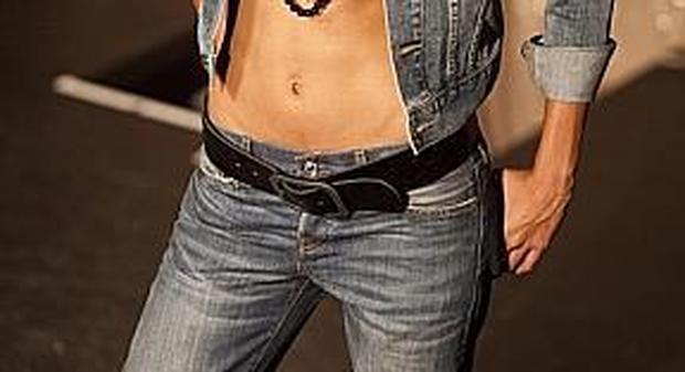 Ragazza arrestata per aver rubato un paio di jeans del valore di 100 euro