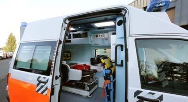Auto investe bimbo di due anni in bici: il piccolo muore in ospedale