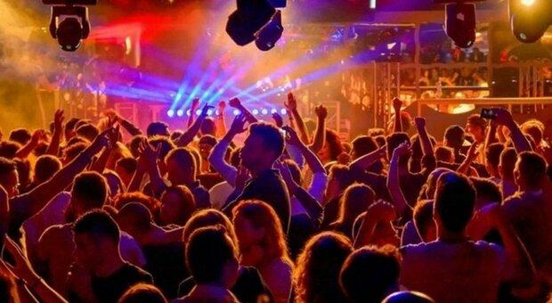 La variante Delta frena le discoteche, il governo non ha ancora deciso quando dare il via libera ai balli d'estate