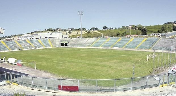 In più di cinquemila per un posto fisso in Regione e per il mega concorso salta fuori lo stadio