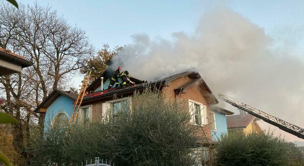 La casa andata a fuoco a Fossombrone